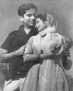Shashi kapoor and Nanda in film Juaari 1962 Indian Film Actress, South Indian Actress, Indian Actresses, Shashi Kapoor, Asian Photography, Bollywood Pictures, Bollywood Couples, Vintage Bollywood, Indian Movies