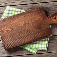 How to Clean & Condition Wooden Cutting Boards. Instead of putting wooden cutting boards in the dishwasher wash them with hot soapy water dry them and use this food-safe polish once a month to help them maintain their strength. Diy Cutting Board, Wood Cutting Boards, Mini Pot Pies, Wood Chopping Board, Vegetable Pie, Mince Pies, Healthy Family Meals, Natural Cleaning Products, Kitchen Pantry