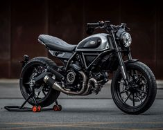 Custom Rumble Final to be live streamed by Scrambler Ducati Ducati Cafe Racer, Ducati Scrambler Sixty2, Scrambler Icon, Cafe Racer Bikes, Scrambler Motorcycle, Ducati Hypermotard, Women Motorcycle, Motorcycle Helmets, Cafe Racers