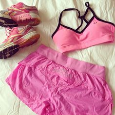 Heading out for a run...feels like a pink kind of day #ljtakeover @lornajaneactive #activeliving #lovepink #fitfam #fitnesslife #run #ljeveryday #lornajane #fitness