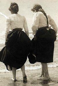 The Edwardian Summer Girl - Sew Historically Edwardian Era, Edwardian Fashion, Vintage Fashion, Edwardian Clothing, 1900s Fashion, Gothic Fashion, Vintage Style, Historical Clothing, Historical Photos