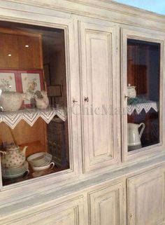 Vetrina shabby - particolare China Cabinet, Shabby Chic, Diy Crafts, Storage, Furniture, Home Decor, Hipster Stuff, Chic, Homemade Home Decor