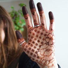 Beautiful Henna Art by Henna Soul, Norwich Mehndi Designs Front Hand, Pretty Henna Designs, Latest Henna Designs, Basic Mehndi Designs, Mehndi Designs For Hands, Mehandi Designs, 3 Tattoo, Mehndi Tattoo, Henna Mehndi
