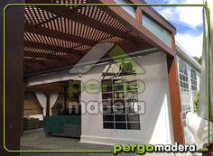 El Olivar, una finca de eventos con mucho encanto, con estructuras de madera protegidas con policarbonato celular y adornada con celosías de madera.