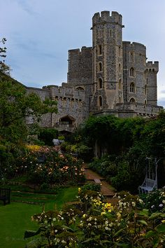 Windsor Castle  //  The largest inhabited castle in the world.
