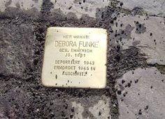 """Stolperstein in Arnsberg, Steinweg 12 zur Erinnerung an """"Debora Funke geb. Emmerich Jg. 1881 deportiert 1943 ermordet 1945 in Auschwitz"""""""