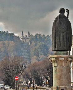 Estátua do Bispo D. Miguel de Portugal e Santuário de Nossa Senhora dos Remédios, Lamego, Portugal