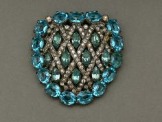 Reminds me a bit of a heart ... Large dress clip by Eisenberg, cast white metal with handset oval cut aqua glass stones, navette cut light turquoise rhinestones and clear rhinestones, USA ca. 1930s - Private Collection -