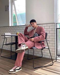 in the new Bottega Veneta Bag 💼 Best Mens Fashion, Suit Fashion, Boy Fashion, Korean Fashion, Fashion Outfits, Fashion Trends, Fashion 2020, Haute Couture Paris, Moda Streetwear