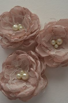Items similar to Hair Flowers - Pale Dusty Pink - Three Hair Clip Set - Satin and Lace, Pearl Centers, Blush Pink, Fabric Flowers, Flower Girl Hair on Etsy- Fabric Flower Brooch, Fabric Roses, Pink Fabric, Ribbon Art, Ribbon Crafts, Flower Crafts, Handmade Headbands, Diy Headband, Flower Girl Hairstyles