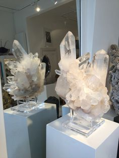 Showstopping Clear Quartz Points...Use a mirror behind the crystal to ensure you can absorb the full beauty of the stone! #crystals #interiorideas