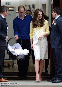 .William & Kate leaving the hospital with their new Princess Charlotte Elizabeth Diana.