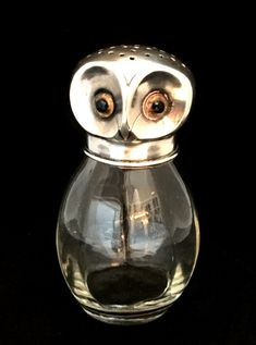 Art Nouveau sugar caster / sugar shaker in shape of an owl with a silver plated head with beautiful glass eyes and a glass body. material / technique: glass body with silver plated head and glass eyes, dated c. 1900.Jugendstil Zuckerstreuer / figuraler Zuckerstreuer