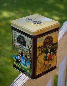 Caramel tin Photo props Vintage round tin container Bonbon tin canister Antique round metal box Old candy box Old metal caramel box