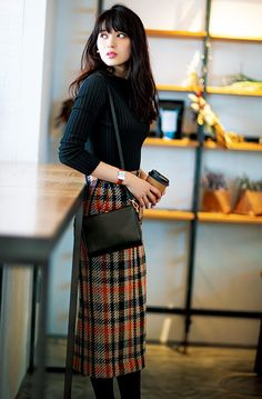 Plaid Pencil Skirt, Pencil Skirt Outfits, Pencil Skirts, Pencil Dresses, Long Skirt Fashion, Boho Fashion, Fashion Outfits, Fashion 2018, Outfits Winter