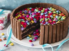 Kitkat Torte, Smarties Cake, Baking Recipes, Cake Recipes, Vegan Scones, Scones Ingredients, Food Cakes, Food Design, Vegan Desserts