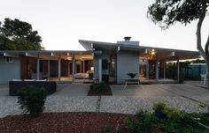 This stylish #Eichler is located in the highly desirable San Mateo Highlands neighborhood. The home opens to the private, lush courtyard, which encapsulates quintessential California indoor and outdoor living. #Swoon http://pacunion.us/50roxbury #realestatevision #pacificunion #envisionextraordinary #midcenturymodern #midcentury