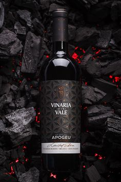 Premium Wine Label Design - Apogeu on Behance