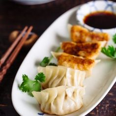 Gyoza 餃子(ぎょうざ)Juicy on the inside, crispy and golden brown on the outside, these Japanese pan-fried dumplings, Gyoza, are popular weeknight meal as well as a great appetizer for your next dinner party. Easy Japanese Recipes, Japanese Food, Asian Recipes, Ethnic Recipes, Japanese Salad, Japanese Gyoza, Japanese Potato, Japanese Curry, Asian Desserts