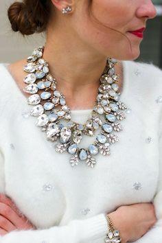 collier plastron glamoureux avec cristaux