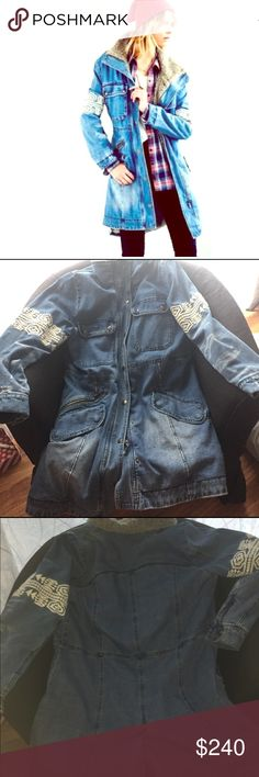 Free people denim sherpa Free people denim sherpa M , Its new I used it only once the only problem is its missing a button  but the jacket it's in perfect condiciones no spots and no holes. Free People Jackets & Coats Jean Jackets