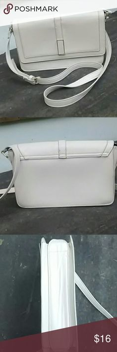 """Forever 21 Cream Colored Crossbody Bag Cream colored faux leather purse with gold accents. Snaps to close in front. Adjustable shoulder strap.  Interior: Has black lining, one zippered compartment, and two pockets.  Outside measurements: 10"""" L by 7"""" H. Inside measures approx. 6"""" deep.  In excellent condition, with no stains or rips. Forever 21 Bags Crossbody Bags"""