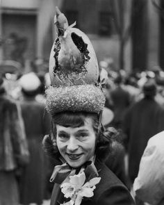 View A woman wearing her Easter bonnet, with a chicken hatching from an egg, while taking part in the Easter parade in New York City, pictures and other Easter Hats photos at ABC News Vintage Photographs, Vintage Photos, Vintage Items, Easter Hat Parade, Crazy Hats, Fancy Hats, Easter Outfit, Easter Dress, Easter Celebration