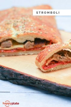 Stromboli mit Emmentaler, Salsiccia & Peperoni Salami