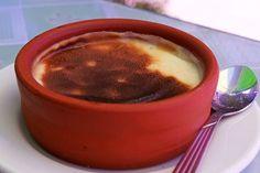 Tradicionális török desszert: sült tejberizs | Szépítők Magazin Soup, Pudding, Meat, Tableware, Turkish Food Recipes, Dinnerware, Custard Pudding, Tablewares, Puddings