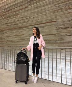 52.6 тыс. отметок «Нравится», 229 комментариев — Camila Coelho (@camilacoelho) в Instagram: «Airport vibes!✈️ #ootd #travel -------- Aero aero aero! Haha De Volta a São Paulo por 3 dias e…»