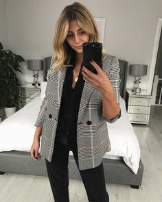 "14 mil curtidas, 295 comentários - Emma Hill | EJSTYLE (@emmahill) no Instagram: ""Hands up if you have a checked blazer addiction #newin All outfit details via the link in my…"""