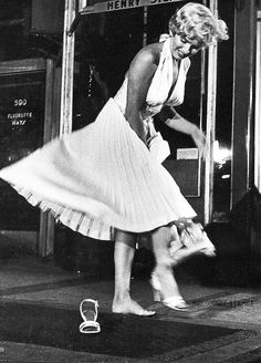 Marilyn Monroe loses her shoe while filming the iconic scene in The Seven Year Itch, 1954