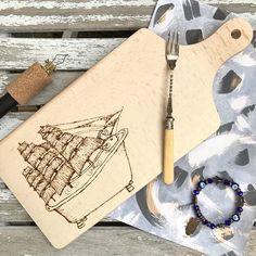 The sailor and the sea! #duck #rubberduck #pyrography #woodburning #woodcraft #gift #homedecor #decor #cuttingboard #pirografia #bathtub #surreal