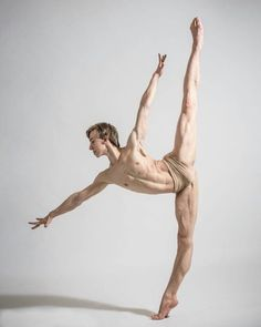 let me put you on the mantlepiece Male Ballet Dancers, Ballet Boys, Dancer Photography, Human Poses Reference, Anatomy Poses, Dynamic Poses, Dance Poses, Wow Art, Body Poses