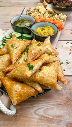 Indian puff pastry snacks with spicy minced meat - Mind Your Fee .- Indian puff pastry snacks with spicy minced meat – Mind Your Feed Meat Recipes, Asian Recipes, Snack Recipes, Cooking Recipes, Healthy Recipes, Crowd Recipes, Dutch Recipes, Pastry Recipes, Crockpot Recipes