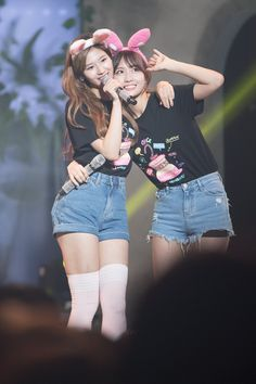 Sana and Momo Korean Group, Korean Girl Groups, Nayeon, K Pop, Sana Momo, Twice Once, Twice Sana, Hirai Momo, Get Skinny Legs