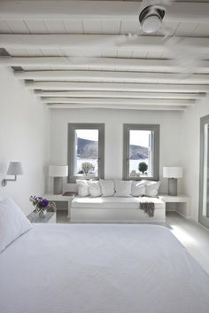Dream holidays in Greece Santorini House, Greek Decor, Interior Decorating, Interior Design, White Houses, Home Bedroom, Bedrooms, Bedroom Decor, New Homes