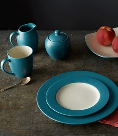 Colorwave Turquoise, featuring Rim dinner and salad plates. http://noritakechina.com/colorwave-turquoise.html #noritake #colorwave #dining #dinnerware #tablescape