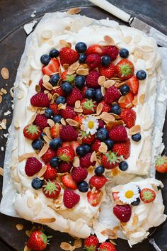 Frisk, Pavlova, Allergies, Waffles, Raspberry, Food And Drink, Baking, Breakfast, Sweet