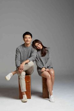 minimal in studio Korean Photoshoot, Couple Photoshoot Poses, Couple Posing, Wedding Photoshoot, Photo Poses For Couples, Couple Picture Poses, Korean Wedding Photography, Foto Wedding, Pre Wedding Poses