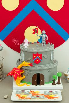 Gâteau chevalier - knight cake - by Bulle de Sucre Castle Birthday Cakes, Castle Party, 4th Birthday Cakes, Dragon Birthday Parties, Dragon Party, Birthday Party Themes, Knight Cake, Knight Party, Harry Birthday