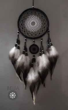 Making Dream Catchers, Dream Catcher Decor, Dreamcatchers, Indian Arts And Crafts, Native American Crafts, Medicine Wheel, Crochet Decoration, Bad Dreams, Beautiful Dream