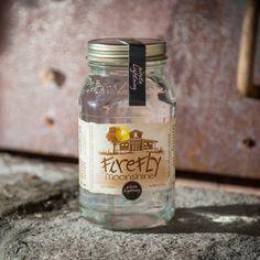 Bist Du bereit für diesen Moonshiner – einem sanften und ungealterten Maiswhiskey mit über 50% Vol. Der Geschmack dieses Moonshiners ist von ganz e...
