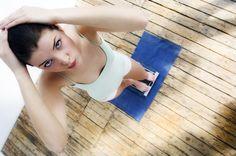 Ein paar Stunden oder sogar einen ganzen Tag nichts essen, um dann wieder zuzuschlagen: Das nennt sich Intervallfasten und soll gesund und fit machen. Aber stimmt das?