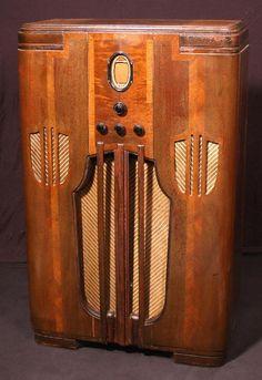 Philco Hi-Fi Console Radio Antique Radio Cabinet, Tvs, Radios, Large Glass Bottle, Art Deco Kitchen, Radio Design, Vintage Television, Old Time Radio, Vintage Architecture