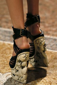 ~~ Pucci SS 2013 - shells at your heels! ~~