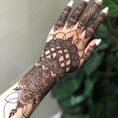 Henna Flower Designs, Pretty Henna Designs, Modern Henna Designs, Indian Henna Designs, Henna Tattoo Designs Simple, Latest Bridal Mehndi Designs, Henna Art Designs, Mehndi Designs For Girls, Wedding Mehndi Designs