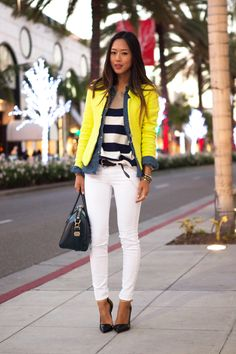 love this layered look in black/white thick stripes, denim shirt then a yellow jacket over white pants w/black pumps/bag & belt