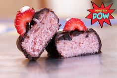 Protein Pow strawberry protein bars Ingredients 1/2 cup of strawberry whey protein powder (or an unflavored organic whey + blended strawberries + stevia) 3/8 cup of coconut flour 3/8 cup of almond milk 1/2 bar of dark chocolate (40g)