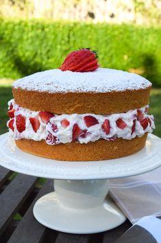 Eton Mess Victoria Sponge Cake #cake #victoriasponge #etonmess #strawberries #cream #meringue #summer #dessert #afternoontea